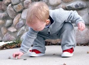 child stones pick up